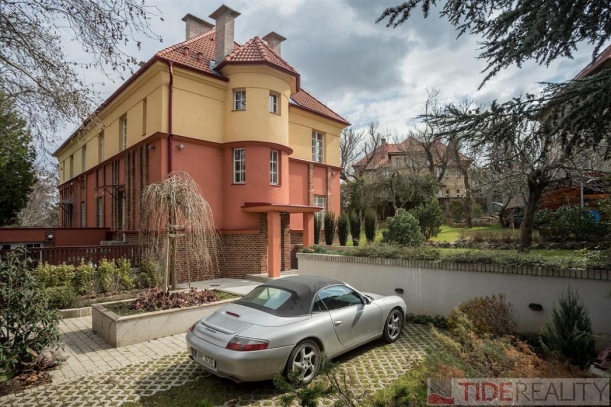 Pronájem mimořádného bytu 4+kk, Praha 6, Cukrovarnická ul.