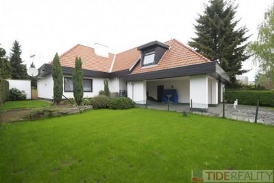 Pronájem prostorného domu s krásnou zahradou, Ke Hrádku, Praha 4 - Kunratice