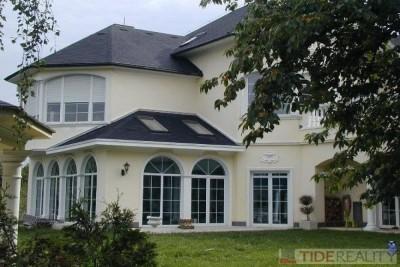 Pronájem mimořádného bytu,  260 m2 ve vile s bazénem, Praha 4, Braník, Jasná I