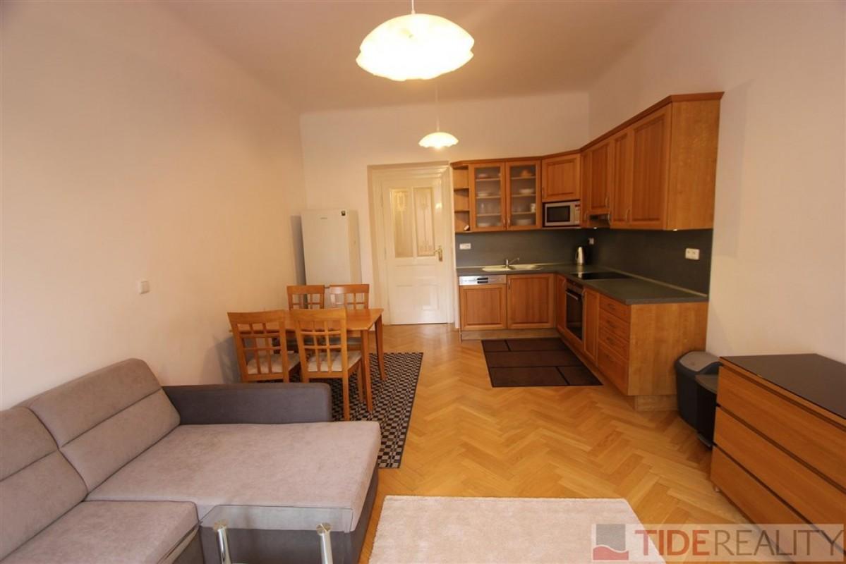 Pronájem zrekonstruovaného bytu na nábřeží, Praha 2, Dřevná ul.