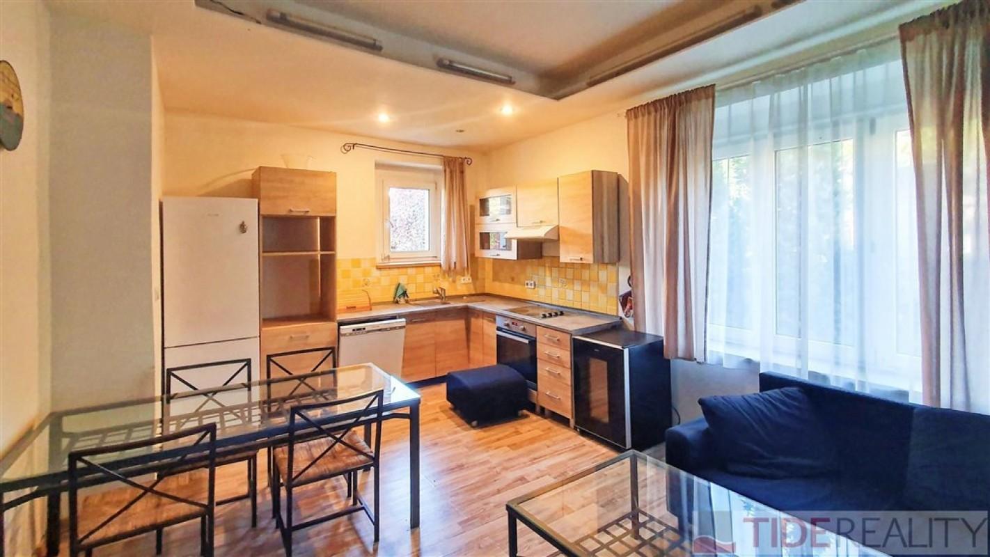Byt 2+kk, 48,5 m2 v činžovním domě se zahradou, Modřany