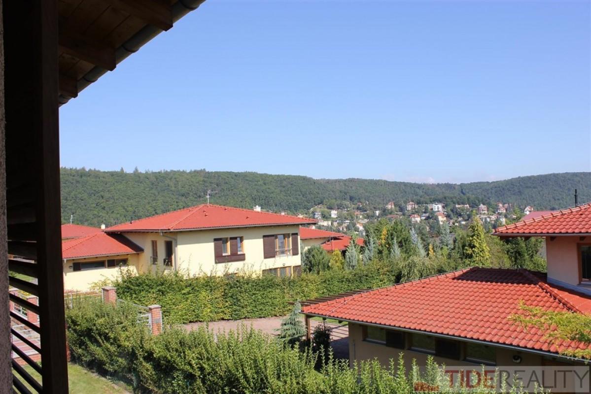 Samostatný RD, garáž, užitná plocha 200m2, pozemek 1092m2, Leknínová, Černošice, Praha-západ