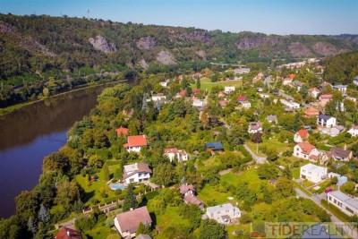 Jeden z nejkrásnějších pozemků v Řeži u Prahy