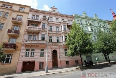 Pronájem jedinečného bytu se střešní terasou, Kladská, Vinohrady, Praha 2