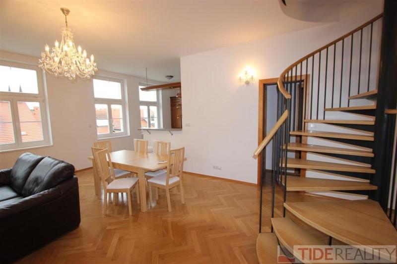 Pronájem mezonetového bytu 4+kk s terasou a zimní zahradou na Vinohradech, Mánesova, Praha 2